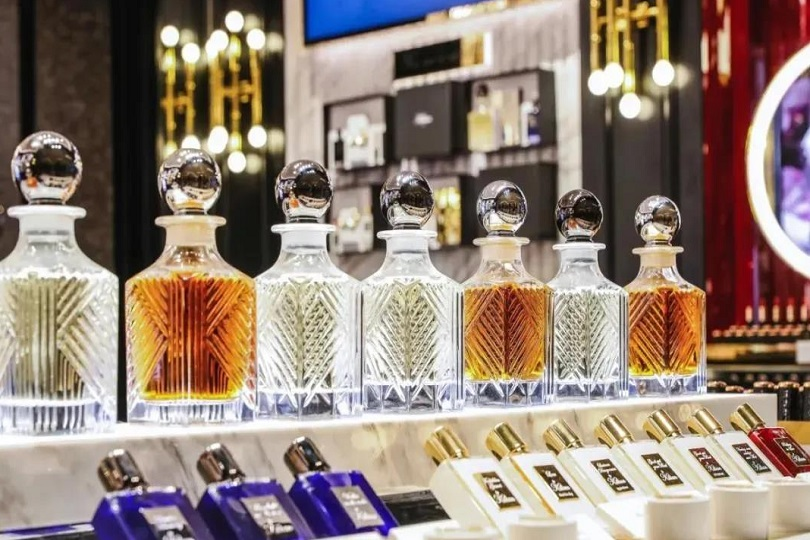 Estee Lauder Introduces Two High-End Perfume Brands into China